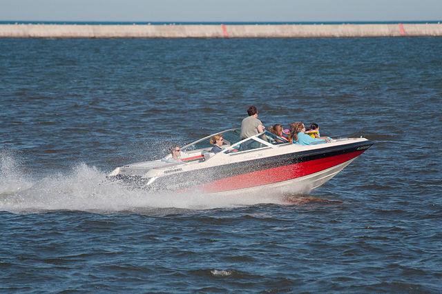 640px-Speedboat_5885