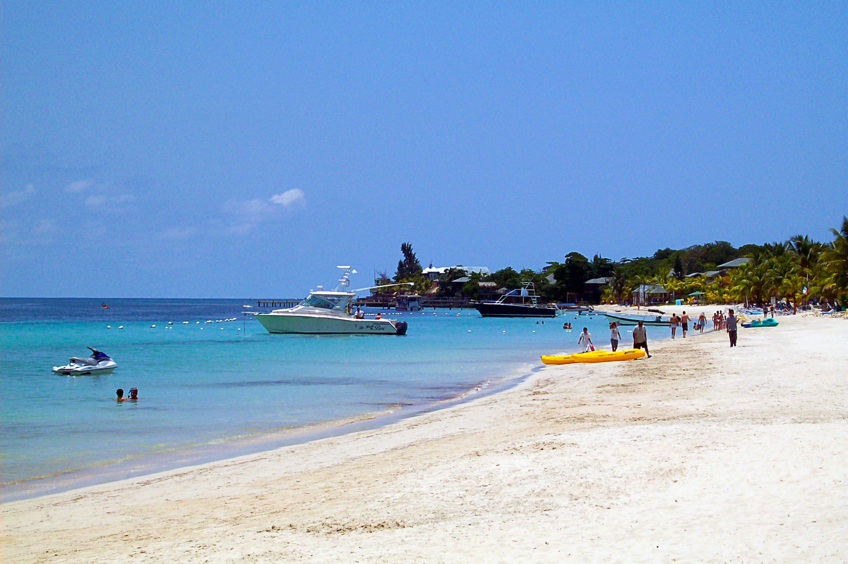 West_Bay_Beach_-Roatan_-Honduras-23May2009-g
