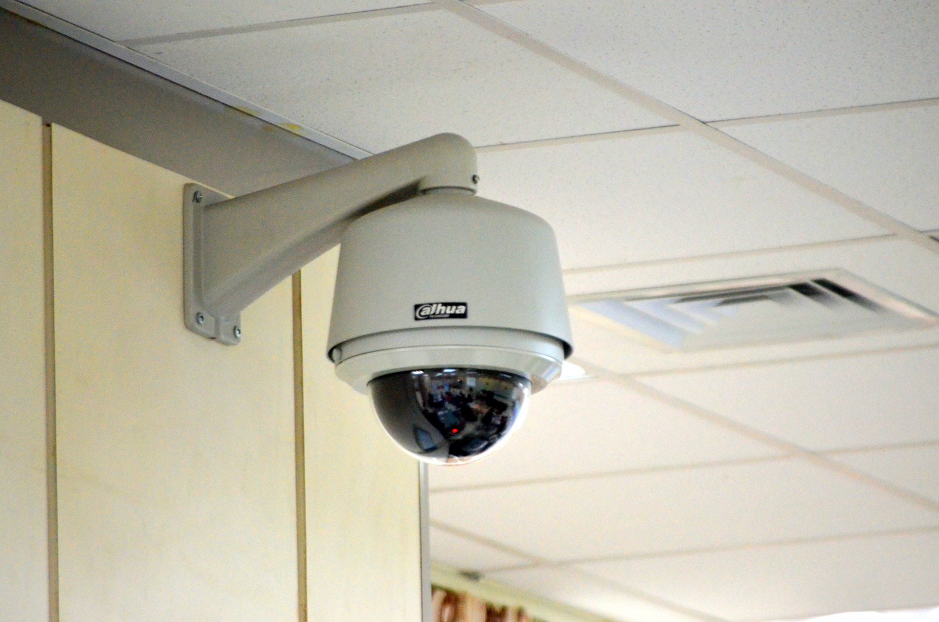 security-camera-1359966638zhb