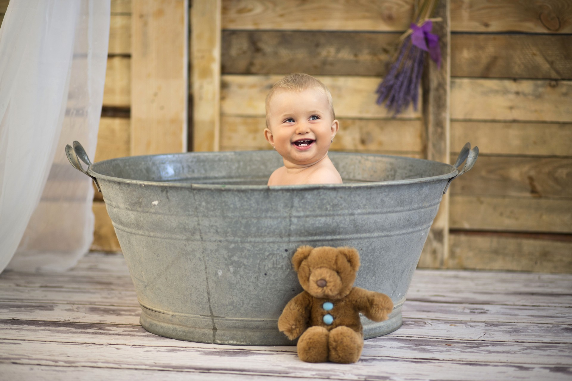 3 Newborn Bath Secrets for Baby\'s First Cleaning