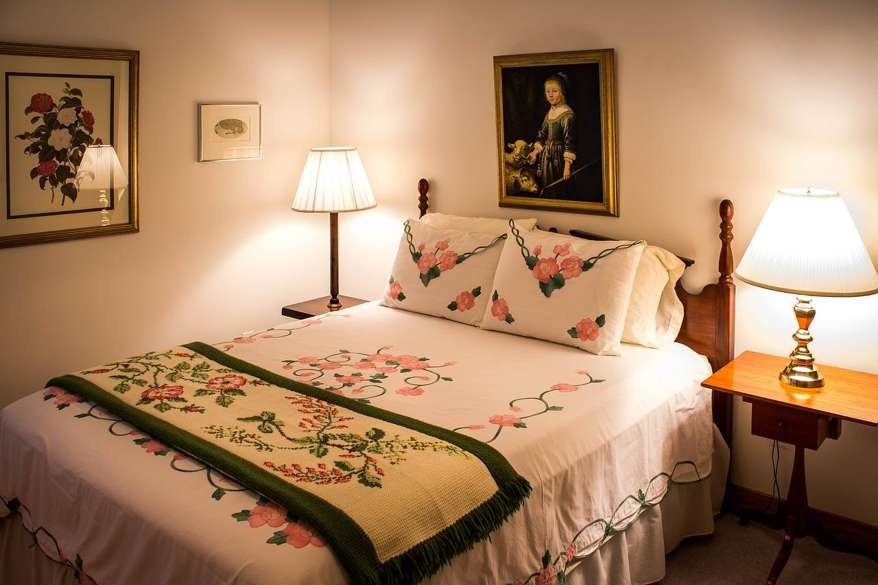 bedroom-374977_1280