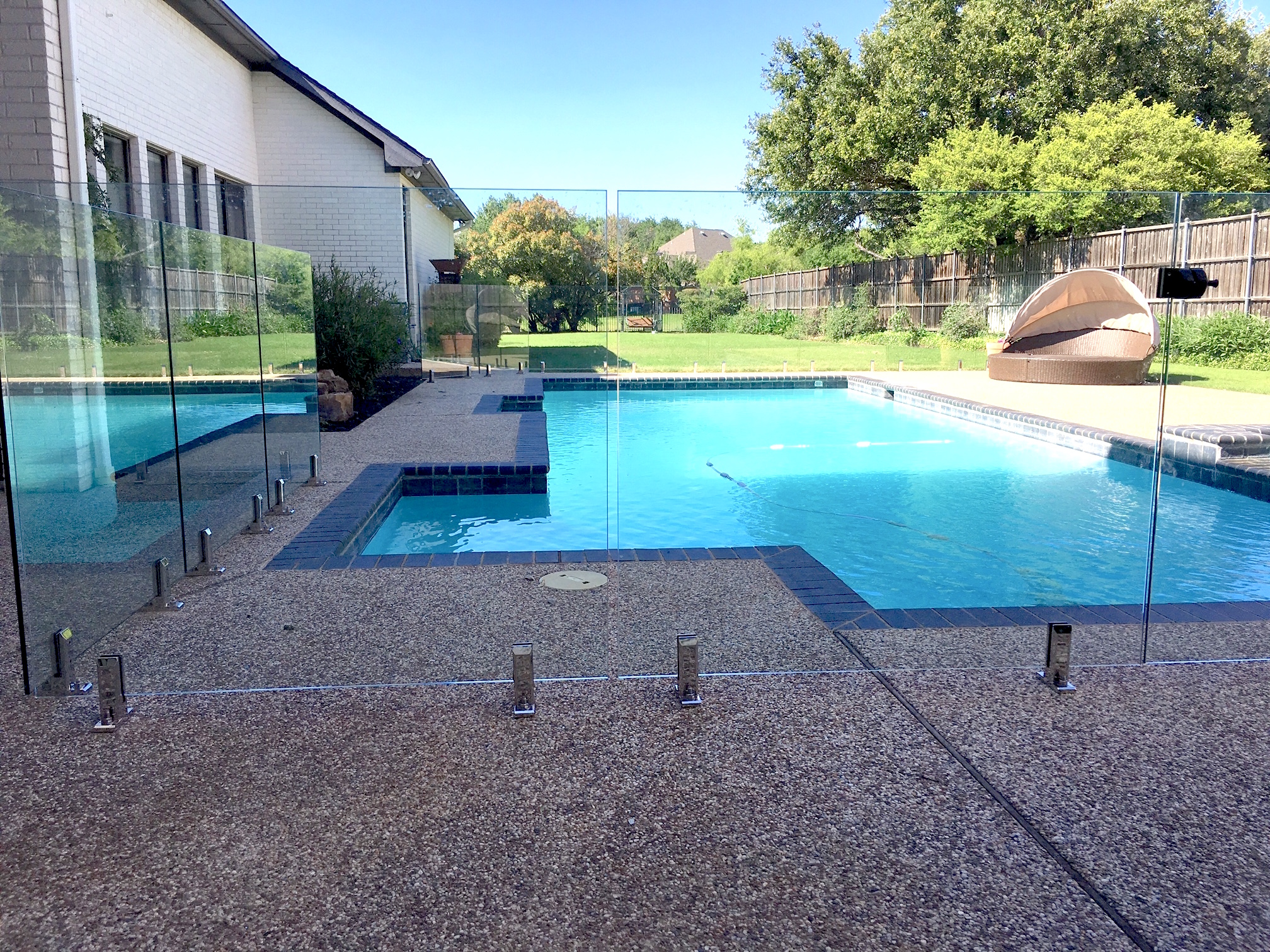 Maximize your backyard glass pool fences and railings for Glass pool fences